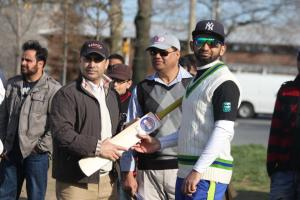 Saroosh Nadeem receives his man of the match award