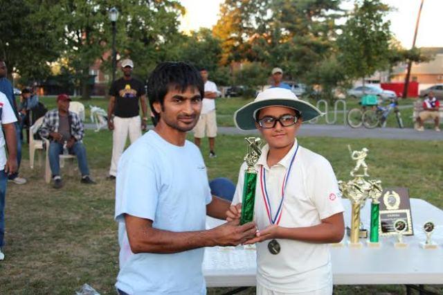 CLPUSA Parent presented a trophy to CricMax U-13 MVP