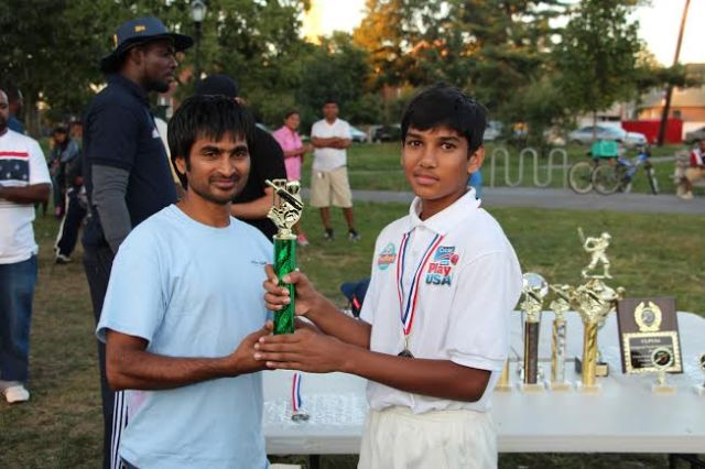 CLPUSA Parent presented a trophy to CLPUSA's U-13 MVP
